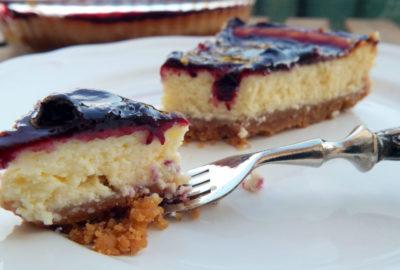 fetta cheesecake ai frutti di bosco